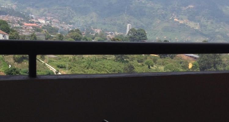 Apartamento para venta en La Estrella sector La Ferreria balcon